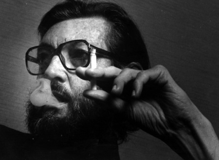 Julio_Cortazar_Bruselas_1914-Paris_1984 fumando